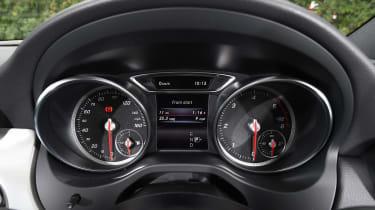 Mercedes GLA facelift - dials