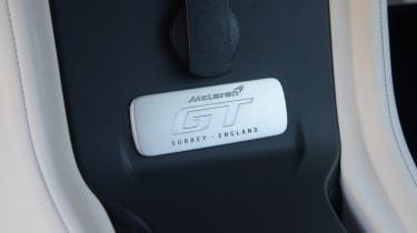 McLaren GT - plaque