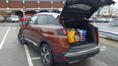 3008 minutes in a Peugeot 3008 - shopping