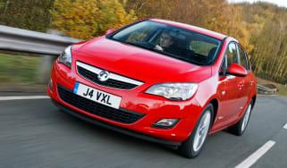 Vauxhall Astra ecoFLEX front three-quarters
