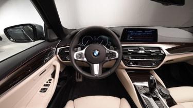 BMW 5 Series - studio dash
