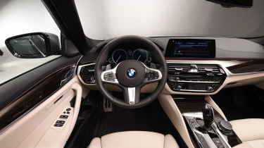 BMW 5 Series - studio dash