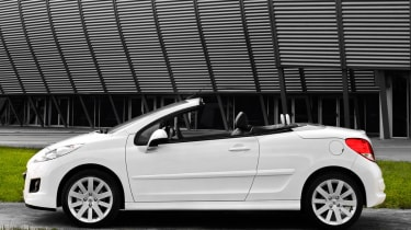 Peugeot 207CC convertible profile