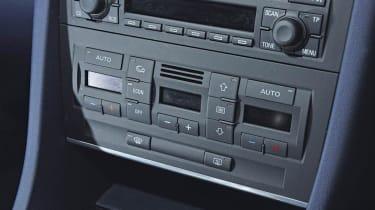 Used Audi A4 Mk2 - centre console