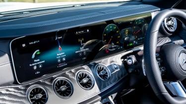 Mercedes E 300 Cabriolet - screens
