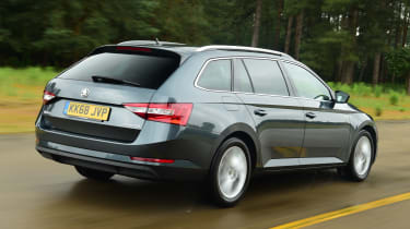 Skoda Superb Estate rear tracking