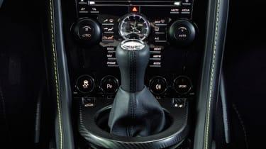 Aston Martin V8 Vantage N430 - gear stick