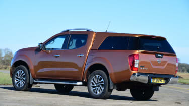 Nissan Navara - rear static