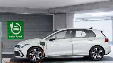 Volkswagen Golf GTE - charging