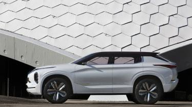 Mitsubishi GT-PHEV Concept side