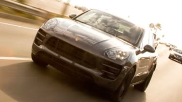 Porsche Macan tracking