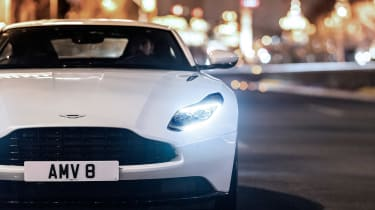 Aston Martin DB11 V8 - front night