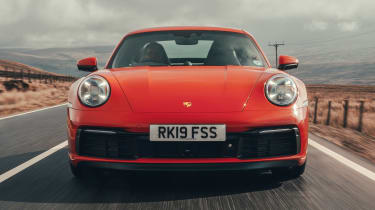 Porsche 911 Carrera S - head-on tracking