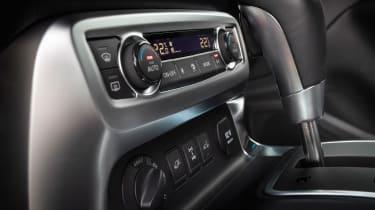 Mercedes X-Class - controls