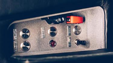 Aston Martin DB5 replica No Time To Die - control panel