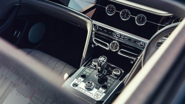 Bentley Flying Spur V8 - centre console