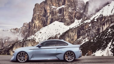 BMW 2002 Hommage - side
