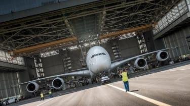 Porsche Cayenne pulls Airbus A380 - in hangar