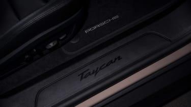 Porsche Taycan RWD - sill