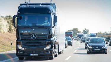 Mercedes Highway Pilot lorry - front tracking 2