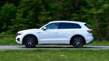 Volkswagen Touareg - side action