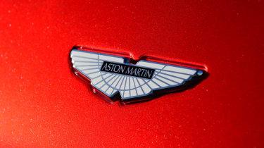 Aston Martin DBS Superleggera - Aston Martin badge