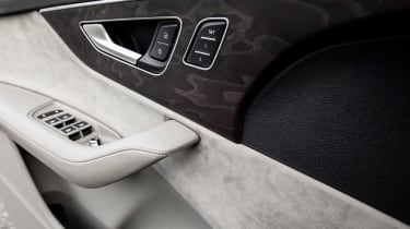 Audi Q7 - door panel