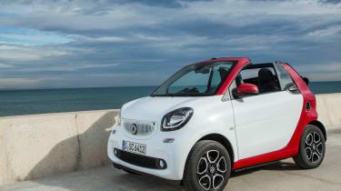 Smart ForTwo Cabrio 2016 - front quarter 2