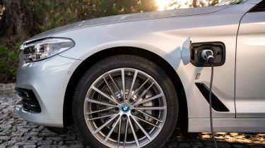 BMW 530e 2017 charging