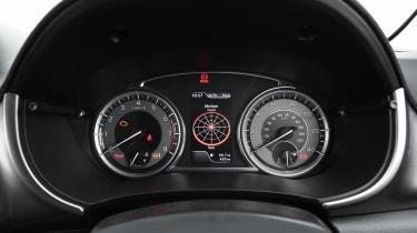 Suzuki Vitara - dials