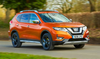 Nissan X-Trail Platinum Edition - front