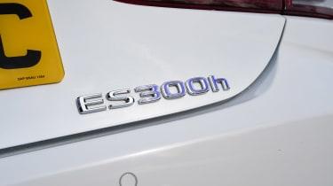Lexus ES - ES 300h badge