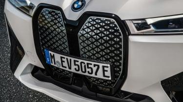 BMW iX - grille