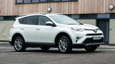 Toyota RAV4 Hybrid UK 2016 - front tracking