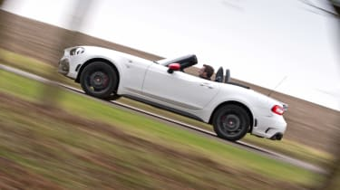 Abarth 124 Spider - side