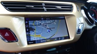 DS 3 Performance Cabrio 2016 - infotainment