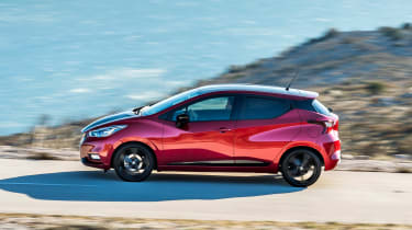 Nissan Micra 2017 petrol - side tracking