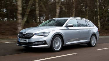 Skoda Superb iV Estate - front tracking