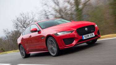 Jaguar XE - front tracking