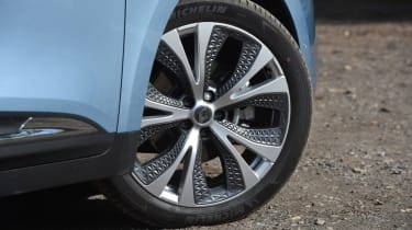 Renault Grand Scenic alloy wheel