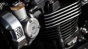 Triumph Bonneville T120 review - cylinder head