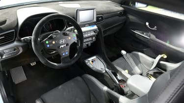 Hyundai RM19 - interior