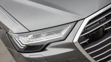 Audi A6 Avant - headlight