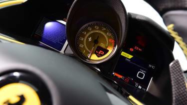 Ferrari 812 Superfast - dials