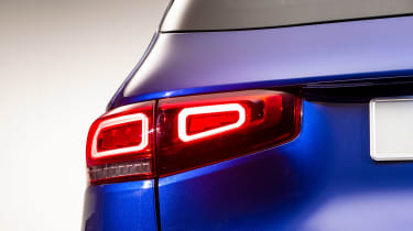 Mercedes GLB - studio rear lights