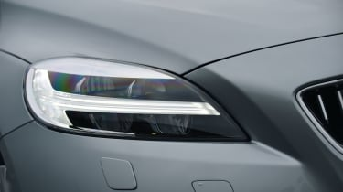 Volvo V40 2016 - headlight
