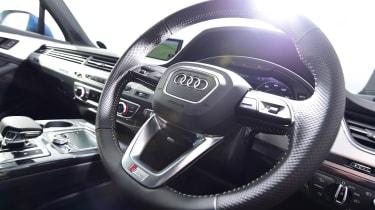 Audi Q7 - steering wheel