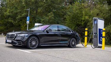 New Mercedes S 580 e L plug-in hybrid - charging