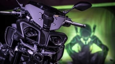 Yamaha MT-10 review - headlamps