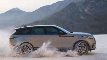 Range Rover Velar - off-road side tracking